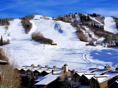 Ski-in Condo + Great Views + Hot Tub + Walk to Dining/Shops + Rent 4nts-5th FREE