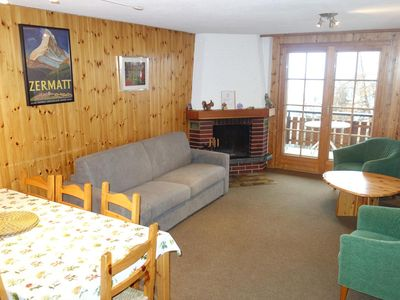 Photo for 3* - 4 rooms apartment for 8 people. WIFI and Swisscom TV. Comfortable apartment close to the depart