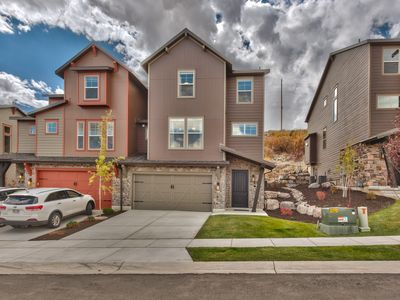 Photo for Luxury Townhome 5 Bedrooms 4.5 Bath with Community Amenities