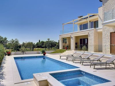 Photo for Wonderful private villa for 10 guests with WIFI, A/C, private pool, hot tub, TV and parking