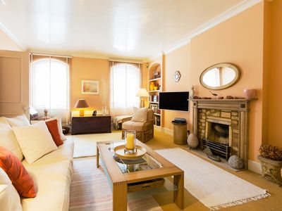 Photo for Charming mews property sleeping 3, located in exclusive Knightsbridge (Veeve)