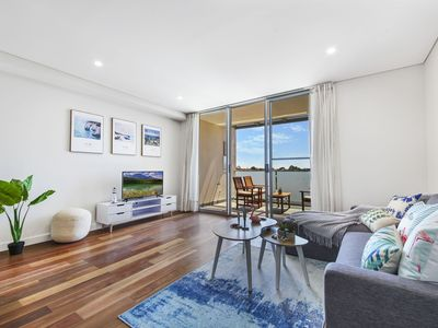 Photo for Relaxing Chic Modern Apartment 10KM to CBD