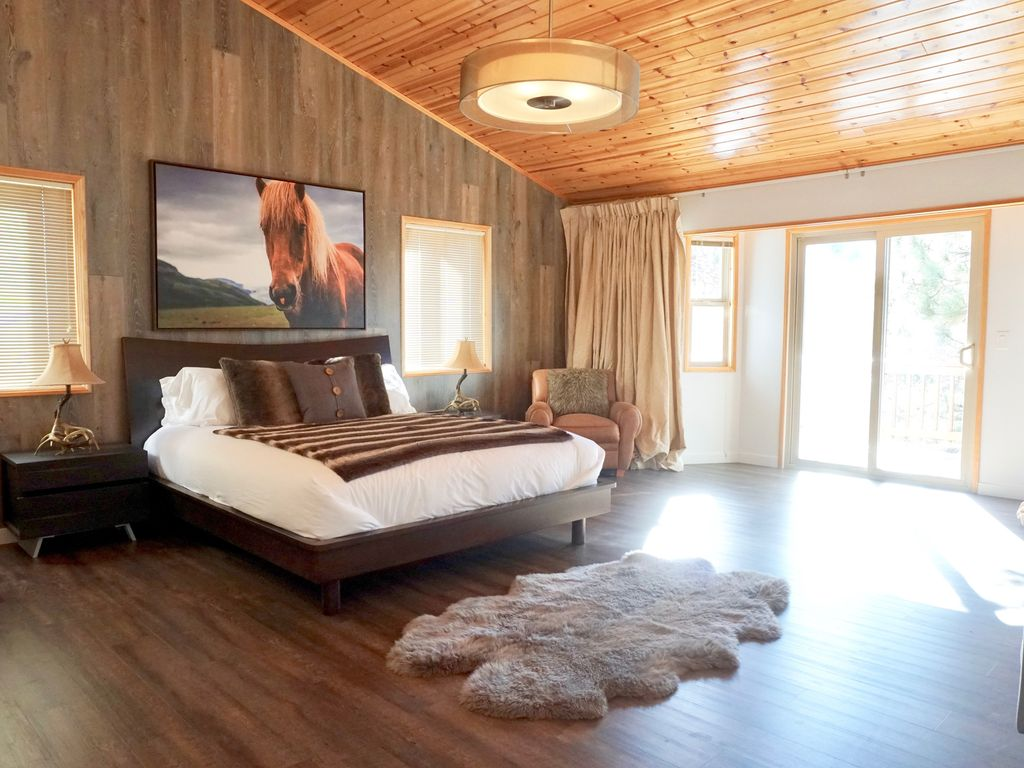 Lodge Style Bedroom Furniture: Large Modern 5 Bedroom Lodge, Hot Tub, Newly Renovated