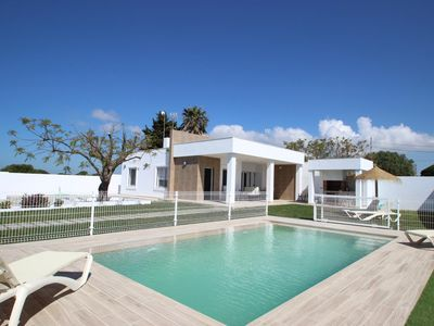 Photo for New and modern house with private pool, barbecue, garden and WIFI for 4-5 people.