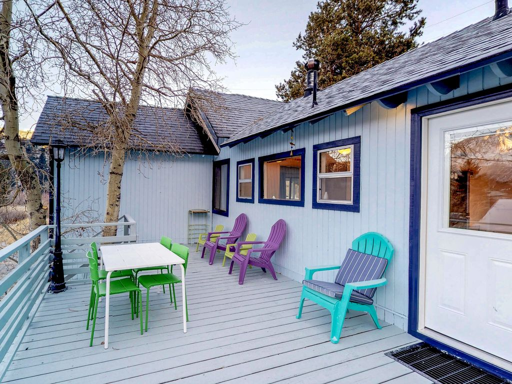 Rustic cozy dog friendly cabin in downtown june lake for Mammoth mountain cabins pet friendly