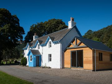 Luxury accommodation on secluded 3,000 acre Highland estate. Tennis, fishing - Keeper's Cottage