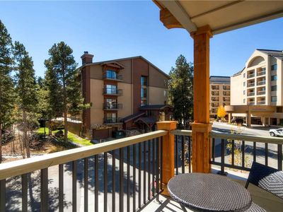 Photo for Open floorplan, private balcony, 24 hr desk & outdoor pool; hiking & biking trails close by