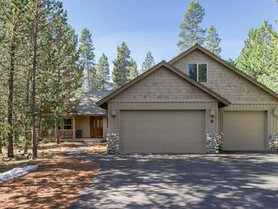 Photo for 9 Gosling Lane: 5 BR / 5 BA home in Sunriver, Sleeps 10