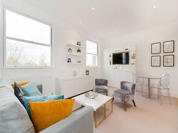 A stunning 2 bedroom flat in a great location in trendy Notting Hill