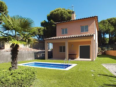 Photo for 3-bedroom villa w/ pool and fitted kitchen 5-minute drive to sandy cove