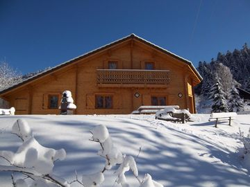 Welcoming chalet, new, luxurious, all mod-cons, spacious, quiet, for 4-10 people