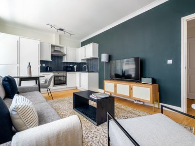 Photo for Elegant Covent Garden 1BR, 1 min to Embankment station, by Blueground (LON14)