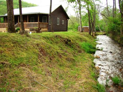 CLIMBING BEAR CREEKSIDE CABIN WITH CAMP CREEK JUST STEPS FROM YOUR FRONT DOOR