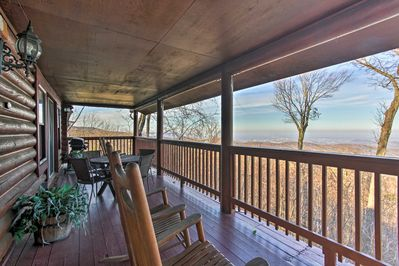 'Bear Hug Lodge' offers stunning views of the city & surrounding Smoky Mtns.