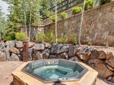 Gorgeous, large ski-in/ski-out home w/ views, jetted tub, and hot tub - dogs OK!