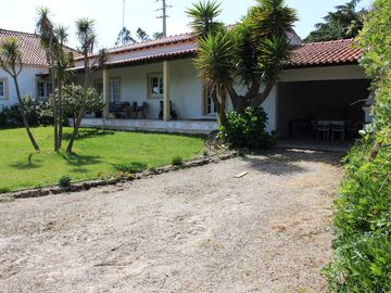 Farmhouse with large outdoor garden, private, near the beach, very green and quiet