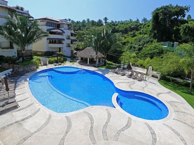 Photo for Blissful 2BR/BA Oasis 400m to BEACH, close 2 town