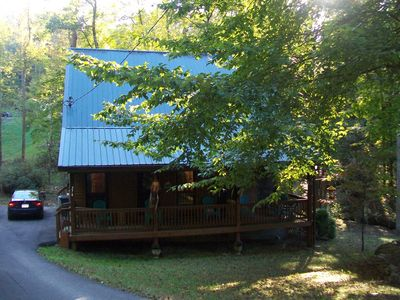 Beautiful home short walk to Summersville lake! Sleeps 8, hot tub fire pit!