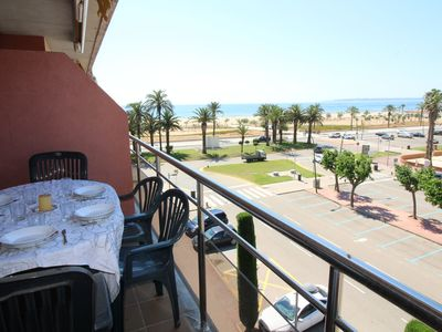 Photo for Apartment with sea views and right on the beach of Empuriabrava