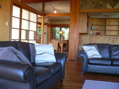 Photo for Spacious Traditional Apt close to Trains and Buses and 10 mins to CBD.