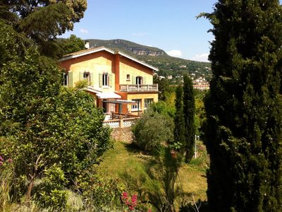 Photo for Rare! The countryside in town: quiet, vista, swimming pool, 2 min to centre