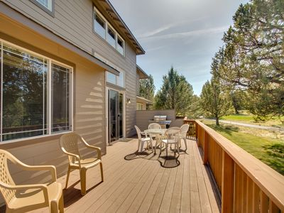 Photo for Spacious Eagle Crest townhome w/ shared pool, hot tub, sports courts, & golf