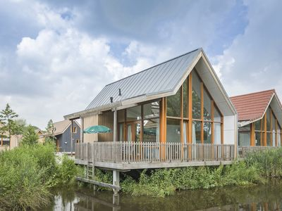 Photo for 8-person water residence in the holiday park Landal De Reeuwijkse Plassen - on the coast/the beach