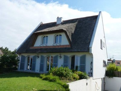 Photo for Renovated family home, quiet, garden 100 m from the beach, bay somm
