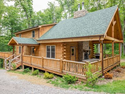 Photo for Beautiful 7 bedroom, pet friendly lodge, just 1.5 miles from Old Man's Cave!