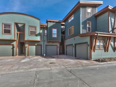 Relaxing Lux Townhome Overlooking Nature Preserve. Walk to Most Everything