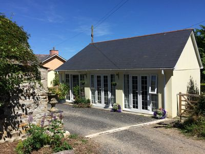 Photo for THE COACH HOUSE, pet friendly in Bodmin, Ref 955428