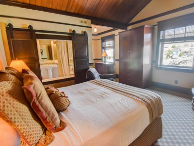 Photo for Exclusive adults hotel with soaking tub, fireplace and on site restaurant!
