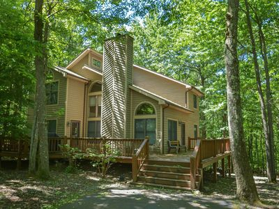 Photo for Delightful 3 Bedroom Mountain home with hot tub in private wooded setting!