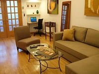 Clean & comfortable apartment in a great neighbourhood