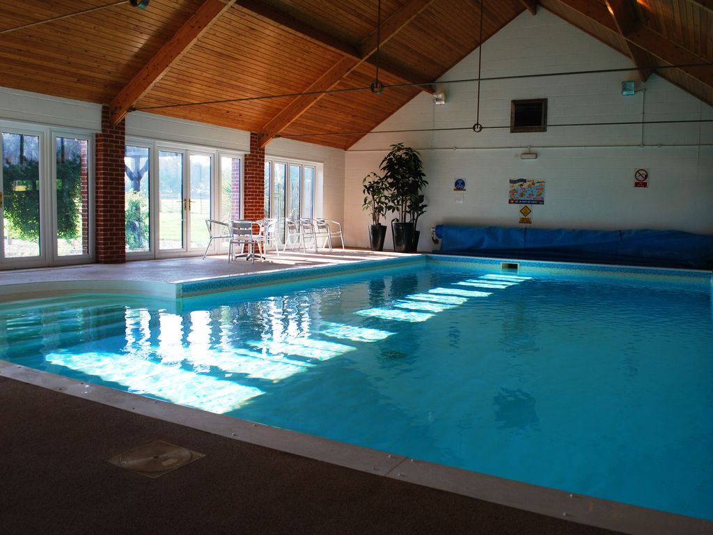 Spacious barn nr cromer indoor pool play vrbo for Swimming pool in novaliches area