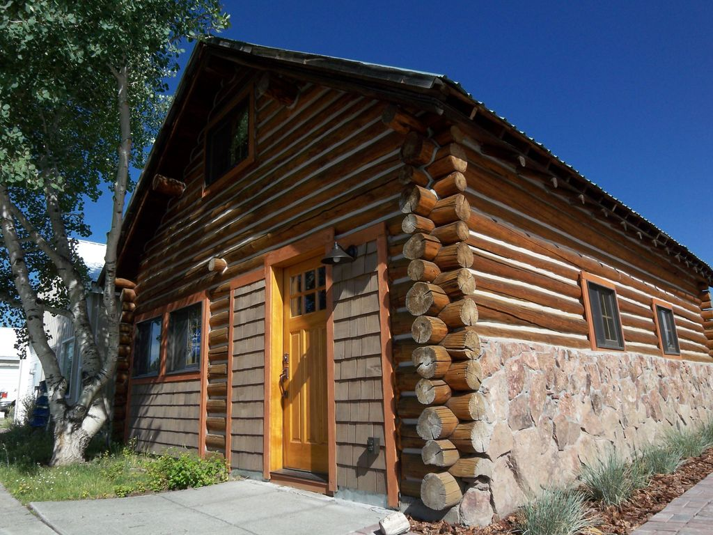 South plateau cabins a cozy beautiful log home near for Yellowstone log cabin hotel