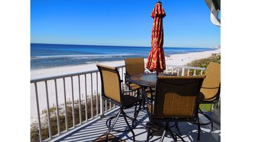 Great Condo On The Beach With Amazing Sunset Views! Very Nice 2 Bed/2 Bath!