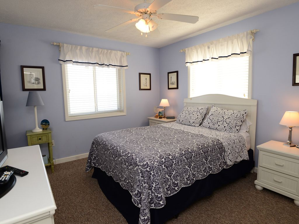 Oceanfront 2 bedroom condo with community pool kill devil for A bedroom community