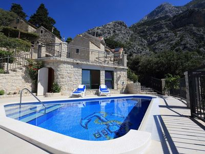 Photo for In the center of Makarska with Internet, Pool, Air conditioning, Parking (740072)