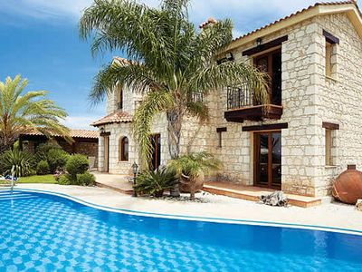 Photo for Traditional villa w/ infinity pool, Xbox, BBQ, free Wi-Fi & free A/C