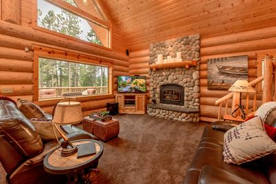 Tall Pines - All Seasons Vacation Rentals - Comfortable great room with leather furniture, flatscreen TV, and a wood burning fireplace.
