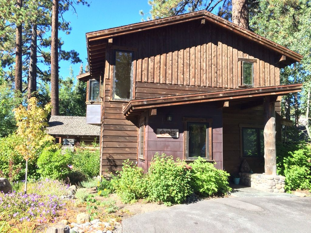 Cozy mountain cabin in the heart of tahoe city dollar for Tahoe city cabin rentals