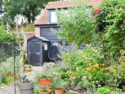 Photo for 1 bedroom property in Halesworth. Pet friendly.