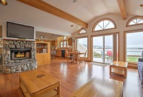 Photo for 3BR Townhome Vacation Rental in Garibaldi, Oregon