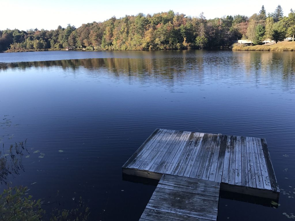 Water front pocono ski and lake house with homeaway for Long pond pa cabin rentals
