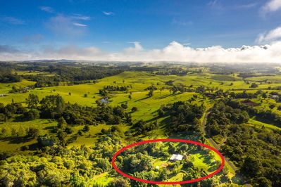 Tarzali is located amongst rolling green hills and rainforest on Atherton Tablel