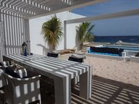 Private hideaway with all mod-cons and a great view in a central location with great restaurants