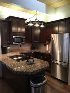 Photo for Upgraded Quiet Upper 1 Bed 1 1/2 Bath - Walk to the Hyatt and Beach!
