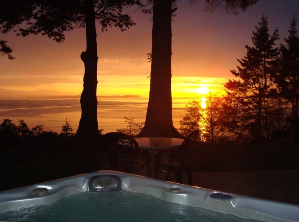 Coupeville Cabin Rental   Enjoy The Hot Tub Overlooking Admiralty Bay