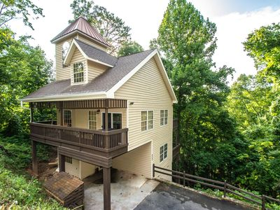 Photo for Cupola  2.4 miles to Gatlinburg & Nat'l Park, Fireplace, Pool Table, Hot Tub, Community Pool, WiFi